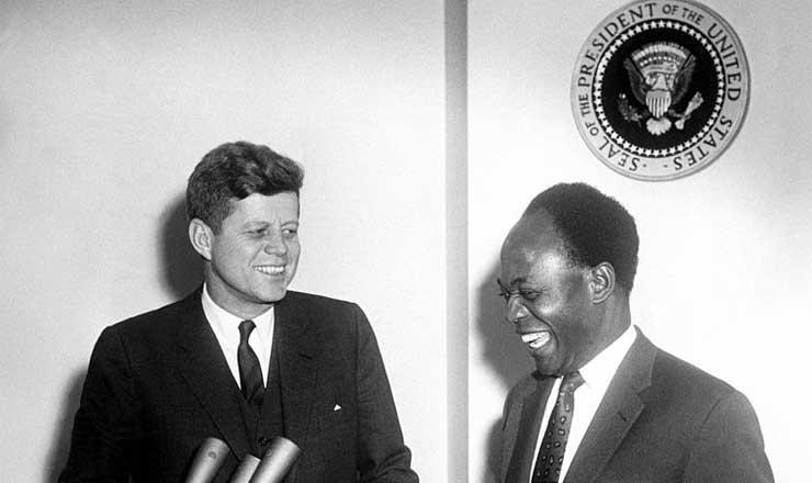 <strong> Já presidente de Gana, Kwame Nkrumah visita </strong> o presidente dos Estados Unidos John Kennedy, em 8 de março de 1961