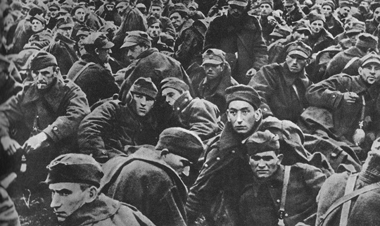 <strong> Prisioneiros de guerra poloneses</strong> capturados pelos alem&atilde;es durante a invas&atilde;o&nbsp;