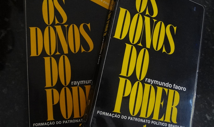 <strong> Capa de </strong> 'Os Donos do Poder'