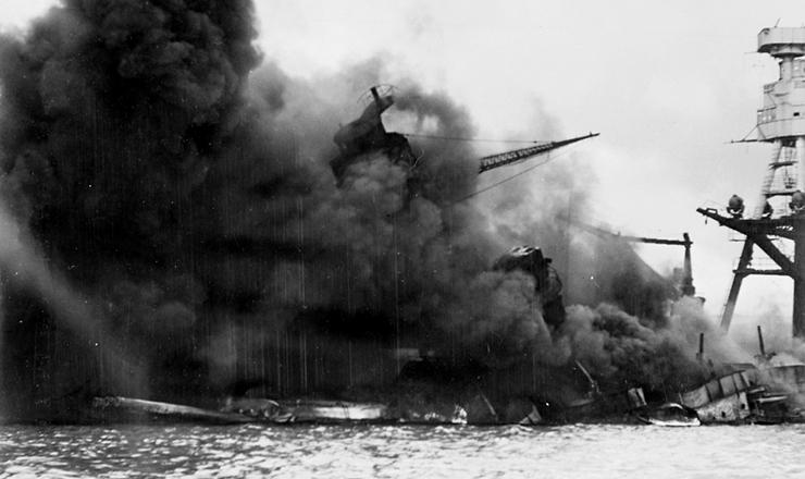 <strong> O navio USS</strong> Arizona ap&oacute;s o ataque japon&ecirc;s a Pearl Harbor