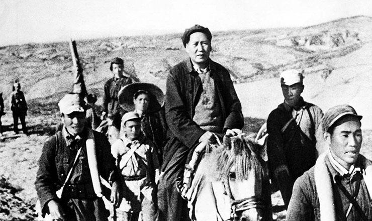 <strong> Mao Tse Tung (a cavalo) durante</strong> a Grande Marcha&nbsp;