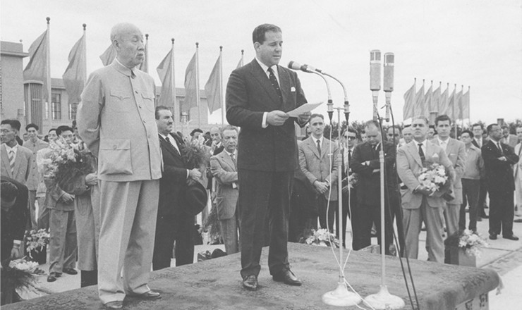<strong> O então vice-presidenteJoão Goulart discursa </strong> durante visita à China