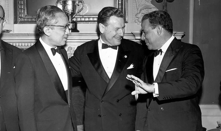 <strong> O empres&aacute;rio Nelson Rockefeller (centro) e Jo&atilde;o Goulart, durante visita</strong> do presidente brasileiro aos Estados Unidos. &Agrave; esquerda, o secret&aacute;rio geral da ONU, U Thant