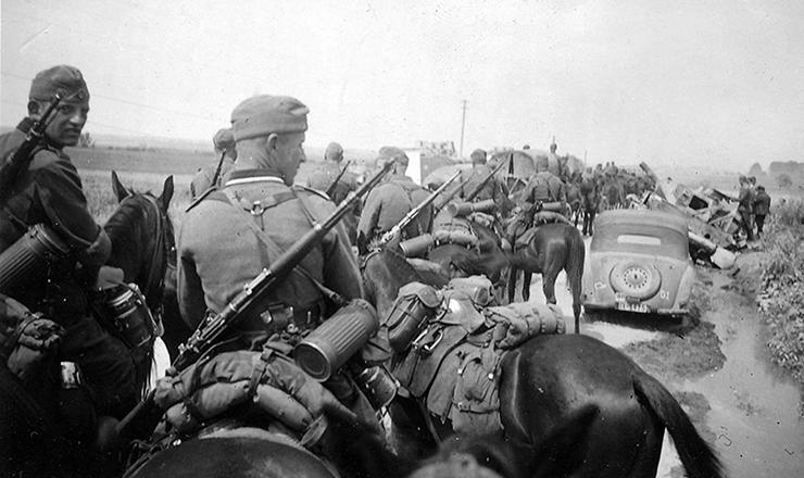 <strong> Cavalaria alemã</strong> avança em território&nbsp;russo&nbsp;