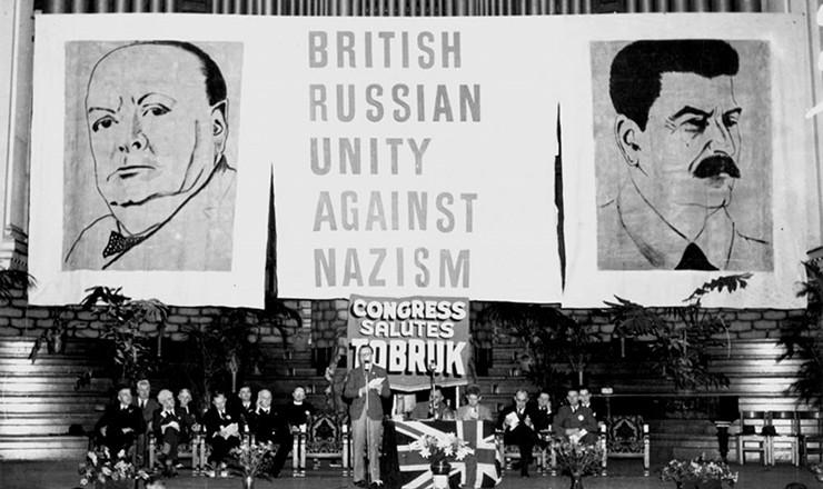 """<strong> """"Unidade russo-britânica contra o nazismo"""": </strong> Congresso de Apoio aos Soviéticos em Brisbane, Austrália, é saudado por 3 mil pessoas, em outubro de 1941"""