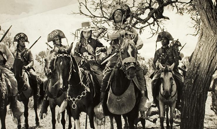 <strong> Em cena de &ldquo;O Cangaceiro&rdquo;</strong> , a partir da direita: Alberto Ruschel, M&iacute;lton Ribeiro e Vanja Orico