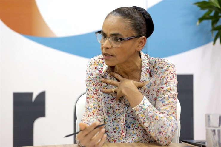 <strong> A ministra do Meio Ambiente, Marina Silva: </strong> &quot;riscos ambientais&quot;