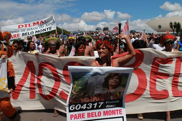 <strong> Índios protestam </strong> em Brasília contra o projeto de construção da usina de Belo Monte