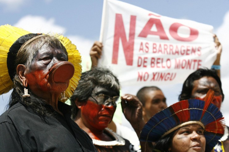 <strong> Índios amazonenses protestam </strong> em Brasília contra as barragens de Belo Monte