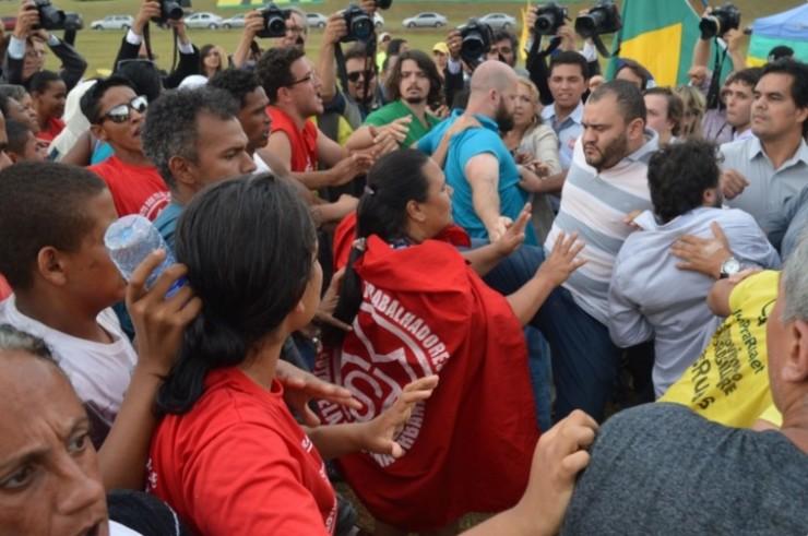 <strong> Manifestantes do MTST barrados na Câmara dos Deputados: </strong> início do tumulto
