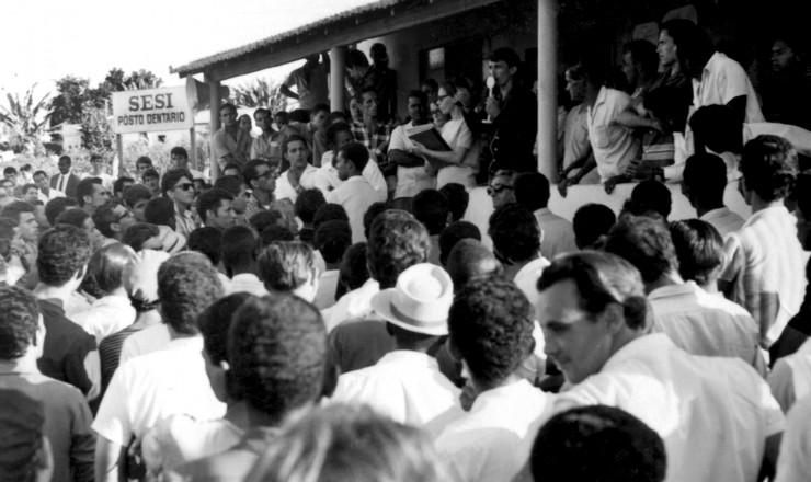 <strong> Assembleia de grevistas</strong> na regi&atilde;o industrial de Contagem, em Minas Gerais