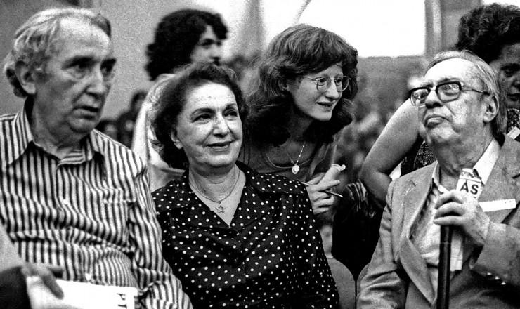 <strong> O cr&iacute;tico M&aacute;rio Pedrosa,</strong> a atriz L&eacute;lia Abramo e o historiador S&eacute;rgio Buarque de Hollanda, do grupo de artistas e intelectuais fundadores do PT