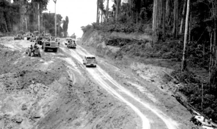 <strong> Trecho em obras</strong> da Transamazônica, rodovia planejada para ir do Piauí ao Acre