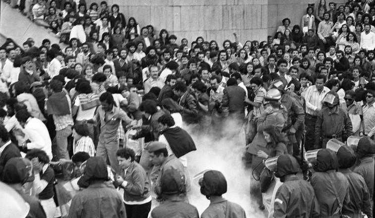 <strong> In&iacute;co da a&ccedil;&atilde;o repressiva</strong> contra os manifestantes na pra&ccedil;a da S&eacute;