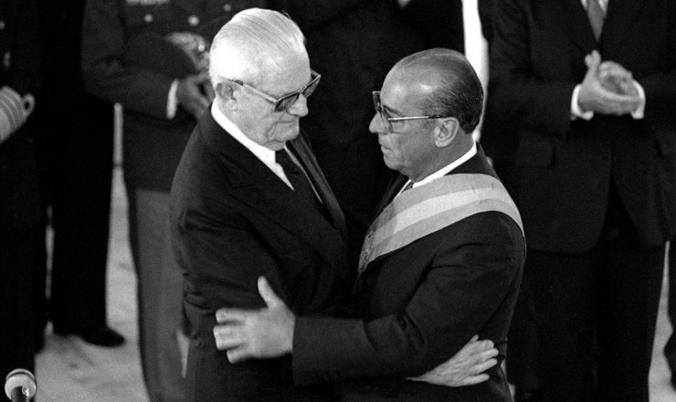 <strong> Geisel transmite a faixa</strong> presidencial ao seu sucessor, general Jo&atilde;o Baptista Figueiredo