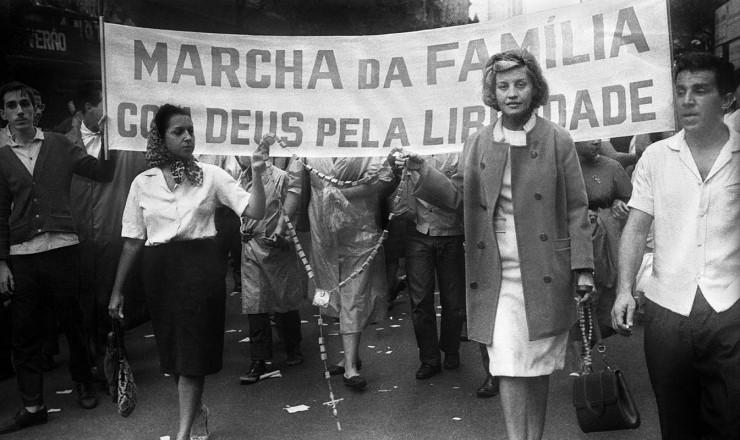 <strong> Marchadeiras com ros&aacute;rio </strong> nas m&atilde;os abrem o protesto no Rio de Janeiro  &nbsp;