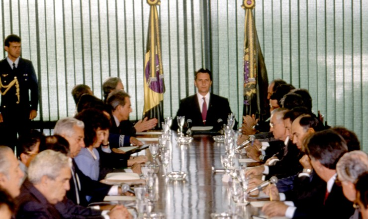 <strong> O presidente Collor re&uacute;ne o minist&eacute;rio</strong> um dia ap&oacute;s a posse para anunciar as medidas econ&ocirc;micas  &nbsp;
