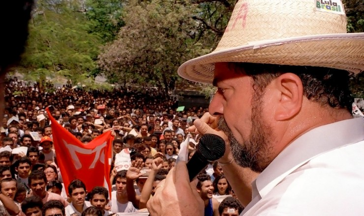 <strong> Em Teresina, no Piau&iacute;, </strong> Estado visitado na caravana iniciada em 19 de mar&ccedil;o de 1994 e que percorreu tamb&eacute;m o Cear&aacute;, a Para&iacute;ba e o Rio Grande do Norte  &nbsp;  &nbsp;