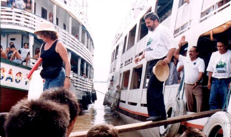 <strong> Lula desembarca </strong> para visita a mais uma parada das Caravanas da Cidadania  &nbsp;  &nbsp;