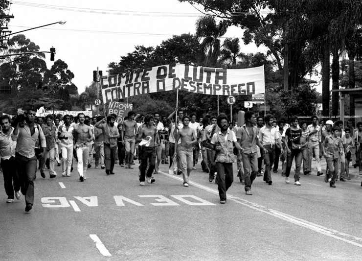 <strong> Passeata de desempregados</strong> a caminho do Pal&aacute;cio dos Bandeirantes, em S&atilde;o Paulo