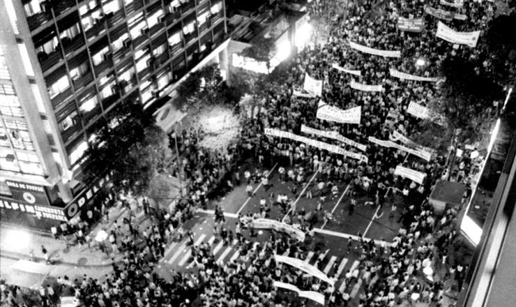 <strong> Protesto na av. Rio Branco,</strong> centro do Rio de Janeiro, contra o endurecimento do arrocho salarial