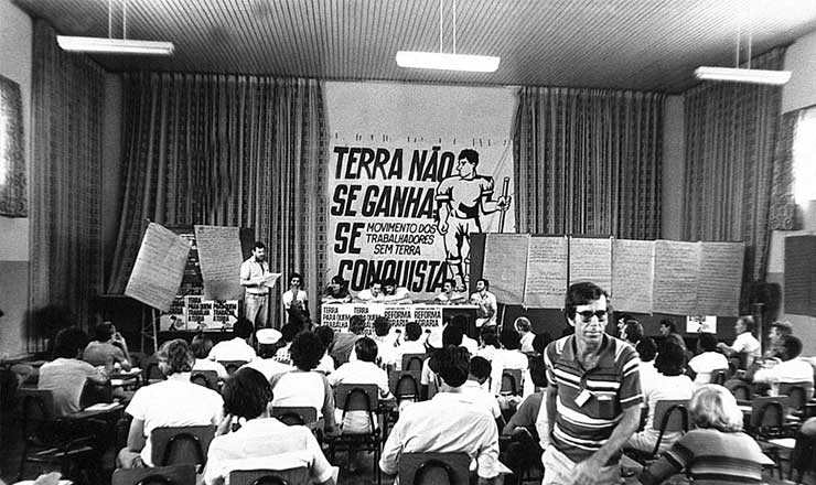 <strong> Trabalhadores sem terra</strong> reunidos em Cascavel, no Paran&aacute;