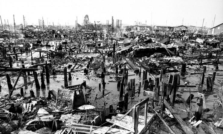 <strong> Vista de Vila Soc&oacute; ap&oacute;s o inc&ecirc;ndio</strong> provocado pelo vazamento de 700 mil litros de gasolina da Petrobras