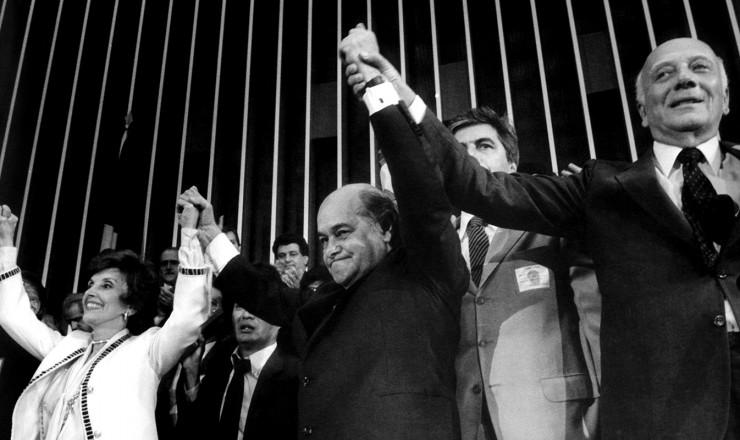 <strong> Risoleta Neves, Tancredo e Ulysses</strong> Guimarães comemoram a vitória do PMDB