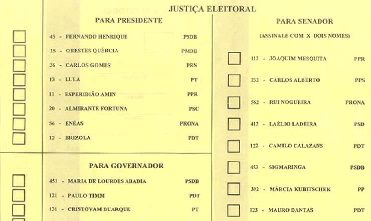 <strong> C&eacute;dula eleitoral do Distrito Federal, </strong> com os nomes dos candidatos &agrave; Presid&ecirc;ncia da Rep&uacute;blica e para outros cargos locais; a elei&ccedil;&atilde;o de 1994 foi a &uacute;ltima em que foram utilizadas c&eacute;dulas de papel
