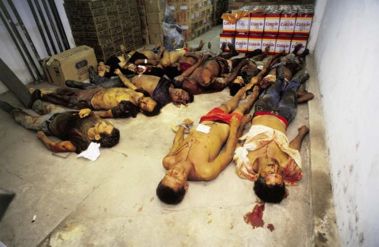 <strong> Corpos dos trabalhadores sem terra</strong> mortos pela pol&iacute;cia do Par&aacute; em uma sala do Instituto M&eacute;dico Legal (IML) de Marab&aacute;