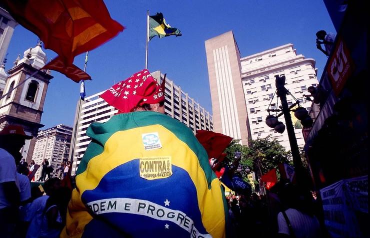 <strong> Manifestantes se re&uacute;nem no centro do Rio</strong> num dos muitos atos de protesto contra a venda da Vale do Rio Doce