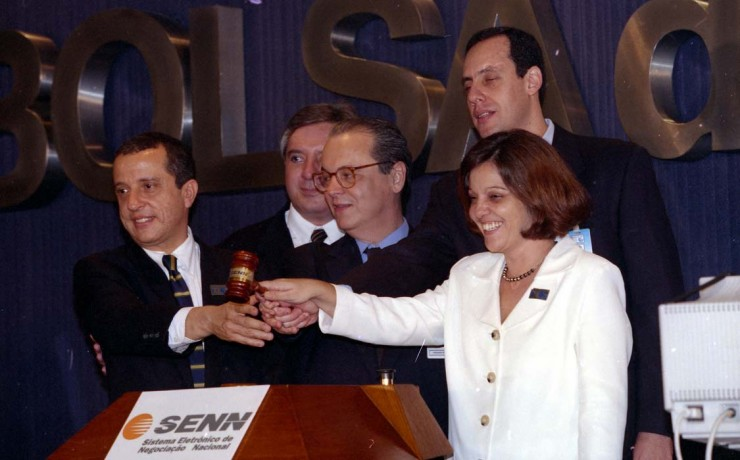 <strong> Representantes da Bolsa do Rio,</strong> da Comiss&atilde;o de Valores Mobili&aacute;rios (CVM) e do BNDES batem o martelo no leil&atilde;o de privatiza&ccedil;&atilde;o da Telebr&aacute;s