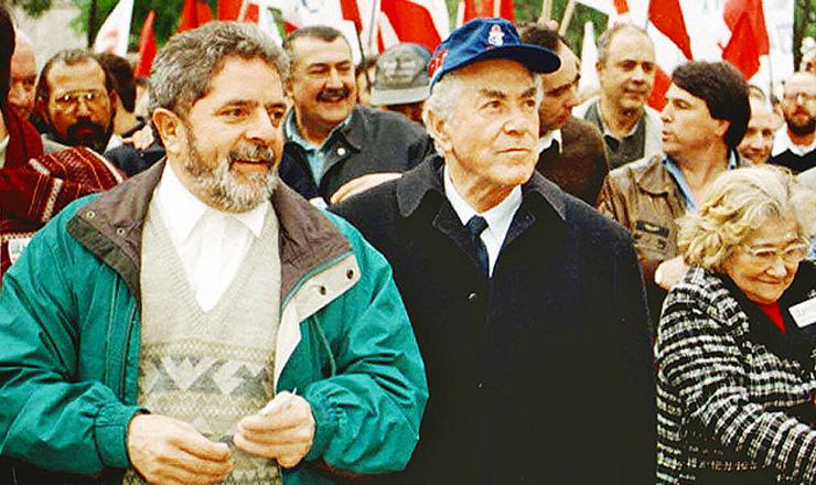 <strong> O petista Lula e o pedetista Brizola,</strong> candidatos a presidente e vice na mesma chapa, durante a campanha eleitoral  &nbsp;