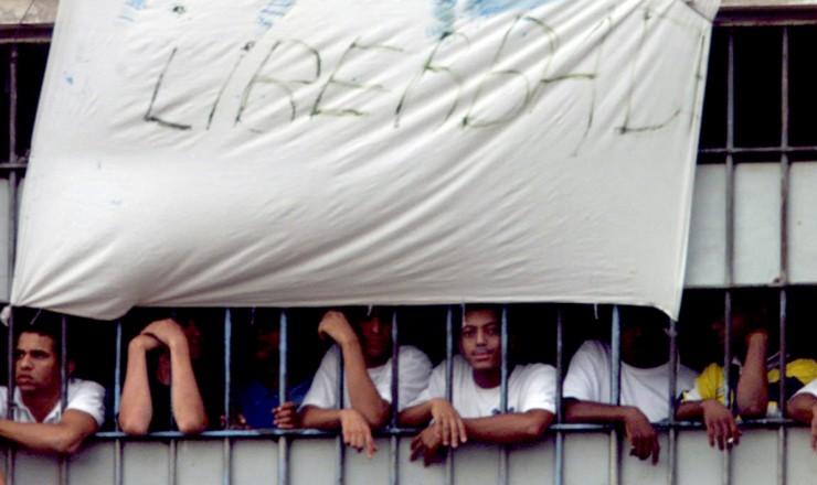 <strong> Presos rebelados no Carandiru </strong> protestam contra a transfer&ecirc;ncia dos l&iacute;deres do PCC para o interior do Estado&nbsp;