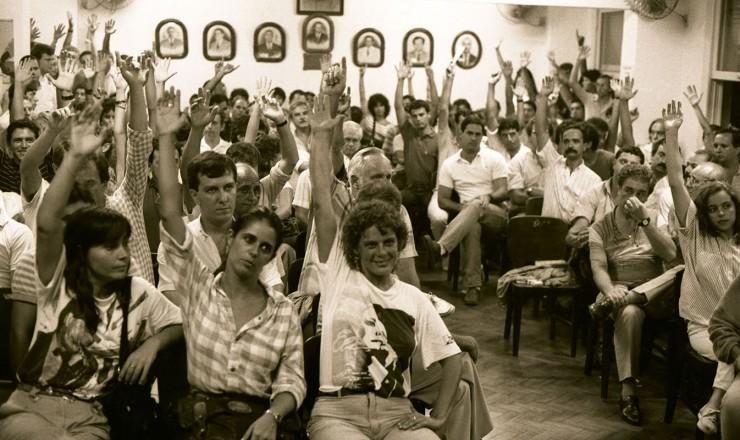 <strong> O Sindicato dos Aerovi&aacute;rios</strong> decreta greve nacional por reajustes salariais e interrompe a ponte a&eacute;rea Rio-S&atilde;o Paulo  &nbsp;  &nbsp;