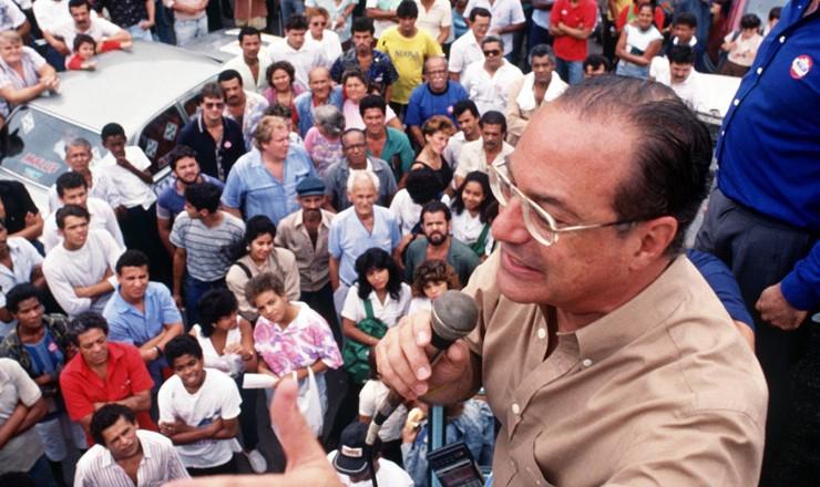 <strong> Paulo Maluf, candidato do PDS, </strong> em campanha &agrave; Presid&ecirc;ncia da Rep&uacute;blica  &nbsp;