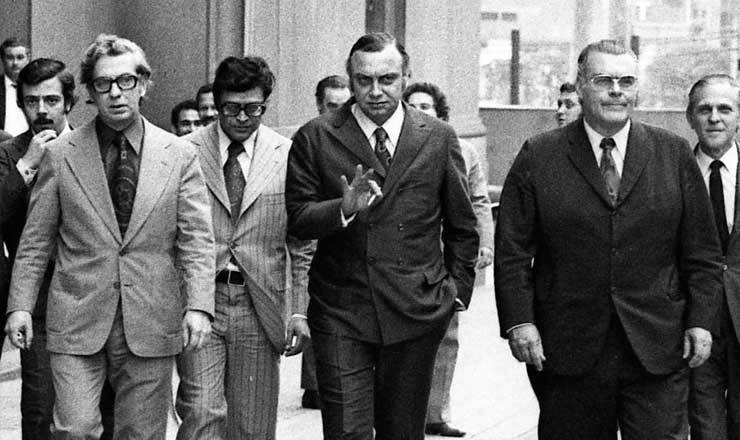 <strong> O delegado Fleury </strong> (ao centro), após audiência na 2ª Vara do Tribunal do Júri