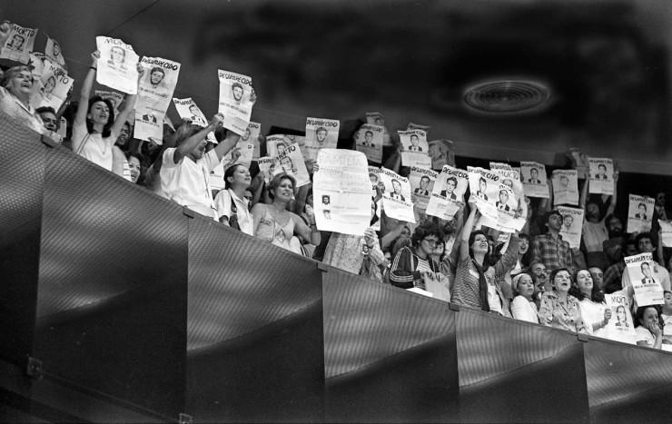 <strong> Manifestantes nas galerias</strong> do Congresso na sessão de votação do projeto de lei da anistia