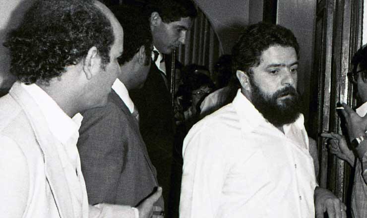 <strong> O sindicalista Luiz In&aacute;cio da Silva</strong> deixa a sala de julgamento na Auditoria Militar