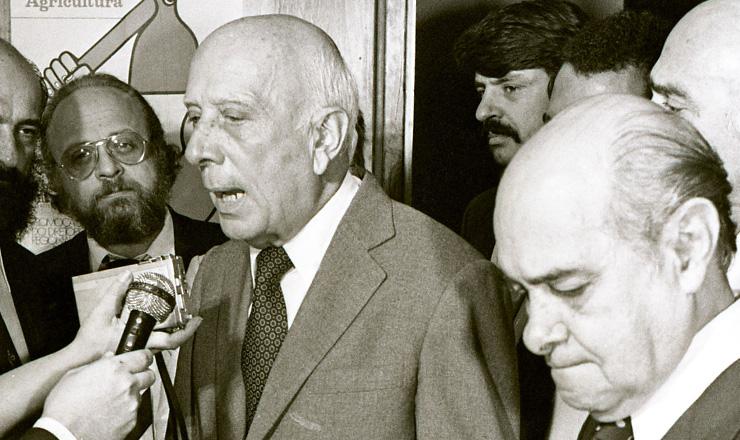 <strong> Ulysses (à dir.) e Tancredo,</strong> presidentes do PMDB e do PP, respectivamente, que voltariam a atuar sob a mesma legenda