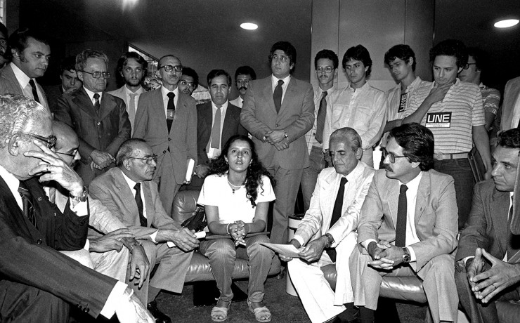 <strong> Clara Araújo, </strong> presidenta da UNE, se re&uacute;ne com parlamentares da oposi&ccedil;&atilde;o e pede apoio para a legalização da entidade