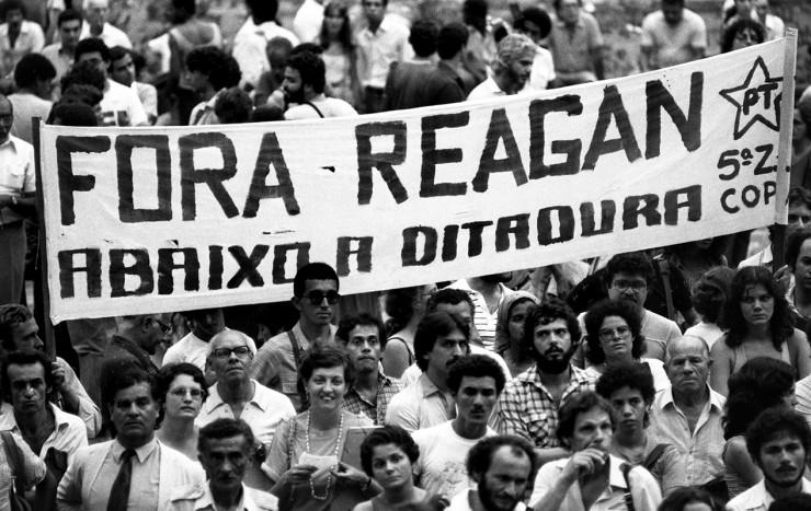 <strong> Protesto na Cinelândia,</strong> centro do Rio, contra a visita de Ronald Reagan