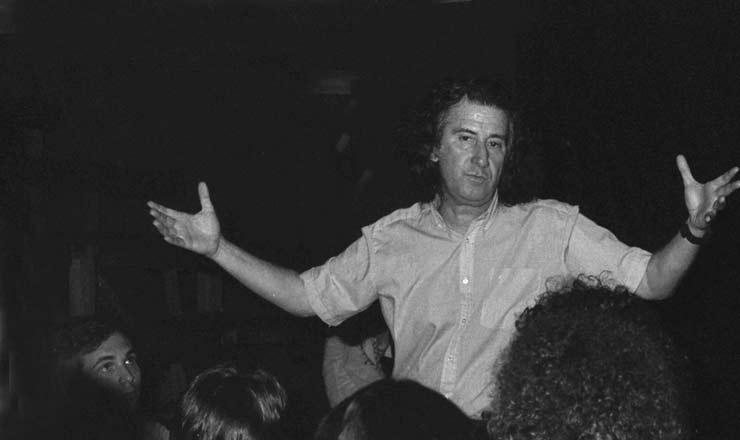 <strong> Augusto Boal,</strong> dramaturgo, logo ap&oacute;s seu retorno do ex&iacute;lio<br /> &nbsp;