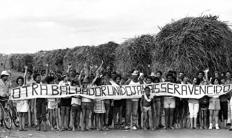 <strong> Piquete de canavieiros</strong> em planta&ccedil;&atilde;o&nbsp;durante greve no Nordeste
