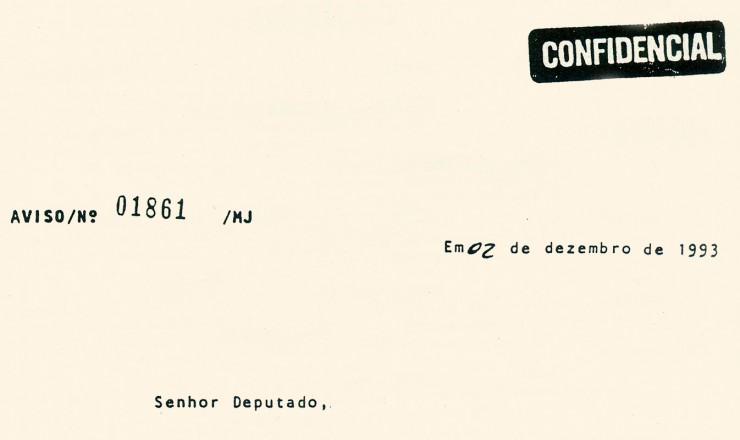 <strong> Despacho do ministro da Justiça,</strong> Maurício Corrêa, encaminhando à Câmara dos Deputados informações enviadas pelos ministros militares