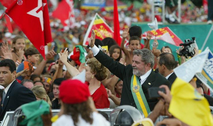 <strong> Presidente Luiz In&aacute;cio Lula da Silva </strong> desfila em carro aberto e sa&uacute;da a popula&ccedil;&atilde;o que lotou as vias de Bras&iacute;lia