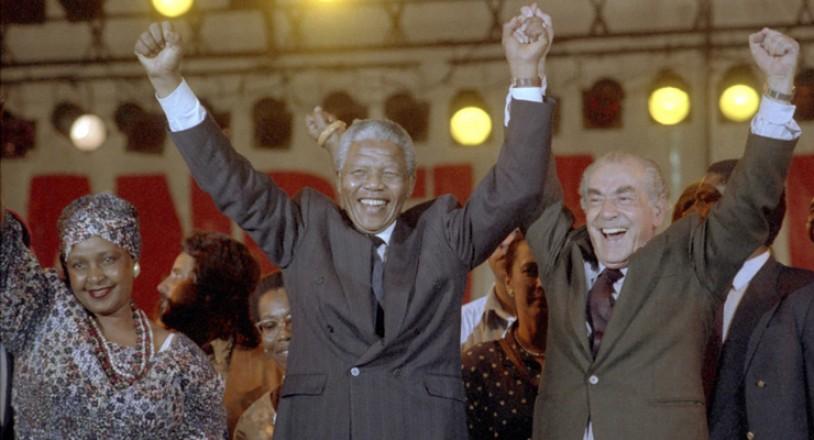 <strong> Nelson Mandela e a mulher, Winnie,</strong> participam de show ao lado do prefeito Leonel Brizola, na pra&ccedil;a da Apoteose, no Rio de Janeiro