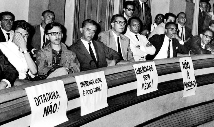 <strong> Jornalistas protestam</strong> contra a Lei de Imprensa no Teatro Paramount, em S&atilde;o Paulo&nbsp;