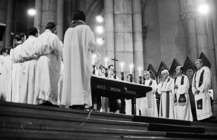 <strong> Dom Paulo Evaristo Arns </strong> celebra missa de sétimo dia em intenção de Alexandre Vannucchi Leme