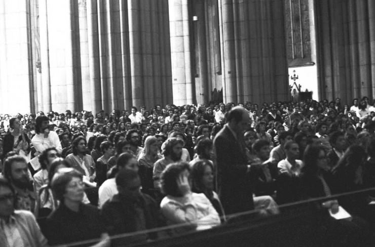 <strong> Público lota a Catedral</strong> da Sé no culto para Alexandre Vannucchi Leme